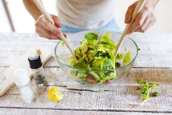 Preparing a vegetable salad with culinary argan oil