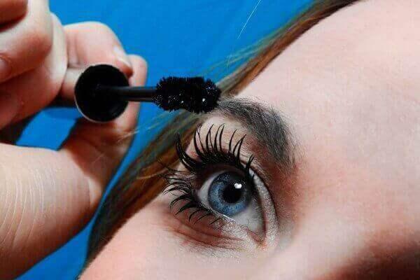 Girl applying serum for pretty lashes